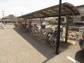 屋根付き駐輪場~☆