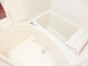 鏡付きのお風呂です☆