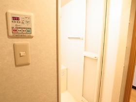 単身者には嬉しい浴室乾燥機付き!