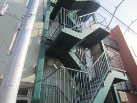 設備されている階段です☆