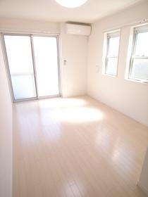 全室角部屋で窓が多くて明るいお部屋です!