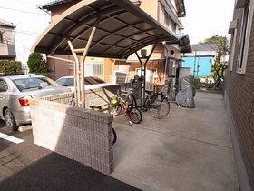 駐輪所は屋根付き♪