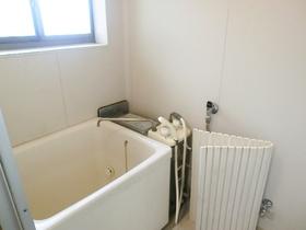 バランス釜のきれいな浴室です。