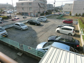 敷地内月極駐車場空きあります♪