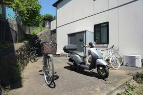 建物裏駐輪スペース(50ccまで)