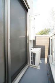 http://image.rentersnet.jp/4ea0446f-03cf-43a8-b9c1-bafcf28f9efa_property_picture_962_large.jpg_cap_バルコニー。部屋によっては北、南と方角がことなります。