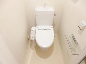 トイレはウォシュレット機能付きです☆