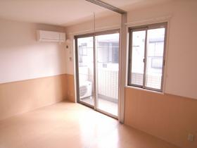 ベースカラーはホワイトでキレイなお部屋!