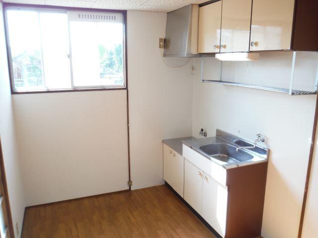 キッチン横に窓あり