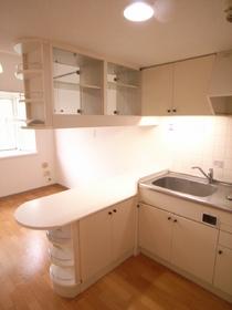 キッチンには収納棚が多いです!!
