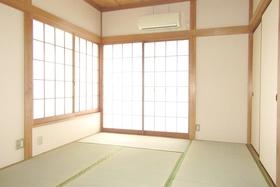 2面採光の落ち着く和室です♪
