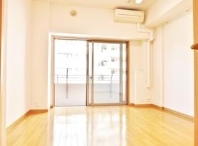天井の高い洋室写真同タイプ別室