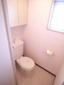 トイレにもちょっとした収納がありますよ~☆