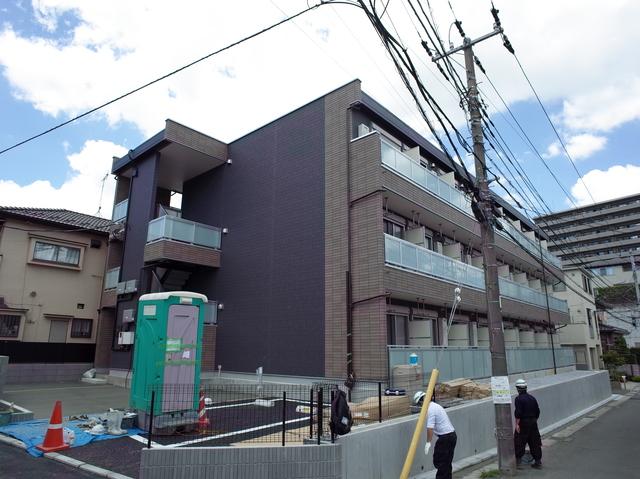 三階建ての新築物件です