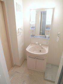ドアも付いて使いやすい洗面脱衣所です。