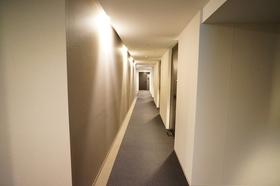 高級感溢れるレジデンス部分の内廊下