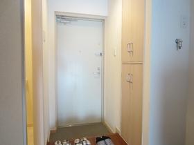 収納付きの玄関でスッキリ使えます。