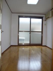 リムジン65 302号室
