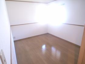 洋室にはダブルベッドも置ける広さ!!