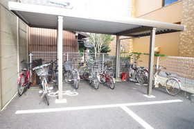 http://image.rentersnet.jp/5b9fcdec9eb740fda461d864a4c3906c_property_picture_955_large.jpg_cap_屋根つきの駐輪場が嬉しい★