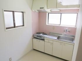 キッチン全体の雰囲気です。窓が付いています!