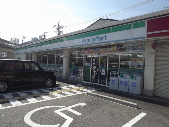 ファミリーマート三津屋中三丁目店