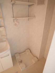 室内洗濯機置き場☆小さな棚があるのはうれしいですね!