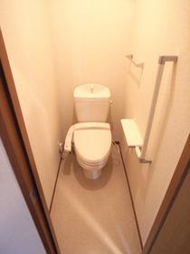 嬉しいウォシュレット付きのトイレ☆