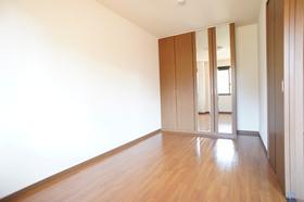 http://image.rentersnet.jp/61354792-8170-4d77-b911-715834f36922_property_picture_961_large.jpg_cap_洋室6帖 クローゼット完備