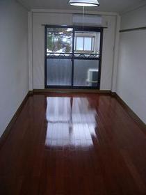 http://image.rentersnet.jp/62119cbc-ce5b-42f4-bd58-f3af11fccdd4_property_picture_2419_large.jpg_cap_洋室9帖で広々