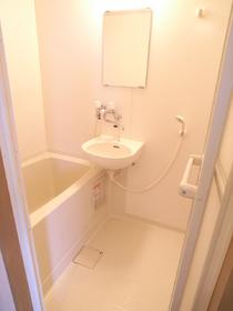 お風呂はもちろん給湯式です。 シャワーの出もイイ!