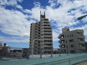 13階建てのマンションです☆