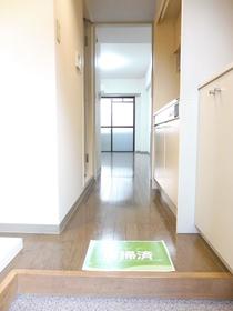 玄関キッチン廊下