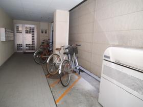自転車置き場もございます!
