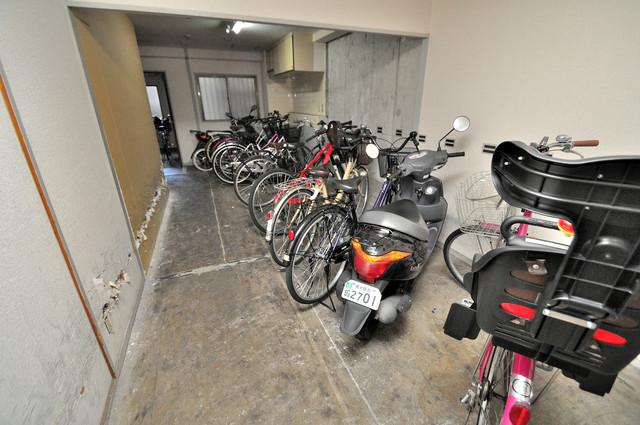 駐輪場が敷地内にあります。愛車を安心して置いておけますね。