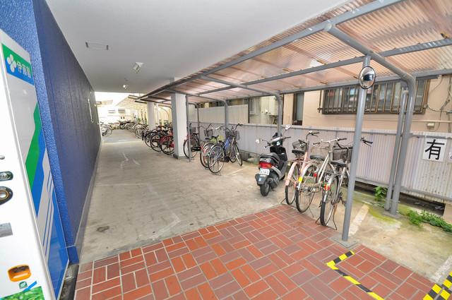 広い駐輪スペースは、置き場を探すこともなくなりますね。