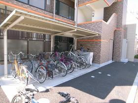 屋根付き自転車置場。