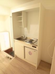 ミニ冷蔵庫付のキッチン