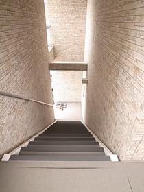 階段もおしゃれな感じです♪
