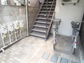 階段部分と駐輪スペース!