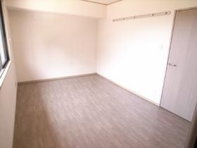 広々とした洋室は寝室にいかがですか☆