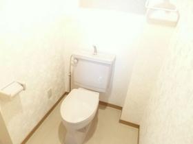 綺麗で広めのトイレです☆
