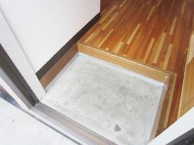 シンプルで使いやすそうな玄関です!