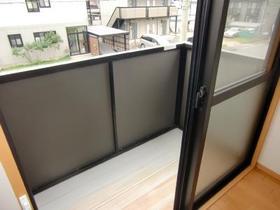 http://image.rentersnet.jp/6bd5829e4d0230defe3ddb38c72e6951_property_picture_2419_large.jpg_cap_南向きバルコニーは日当たり良好!