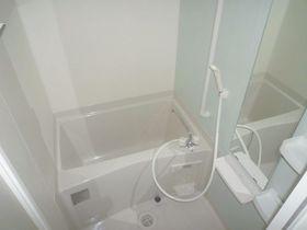 大きめ鏡が嬉しいユニットタイプのお風呂です!