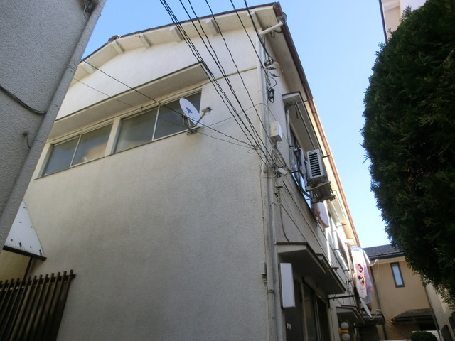 車の通りの少ない住宅地です。