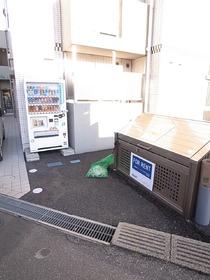 敷地内にゴミ捨て場!しかも自販機もついてます☆