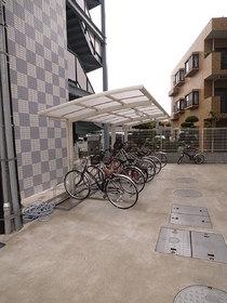 自転車置場は屋根付☆
