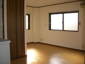 ドエルM&N 302号室