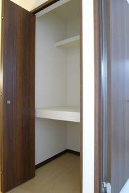 タウンハウス ブルースカイ 201号室